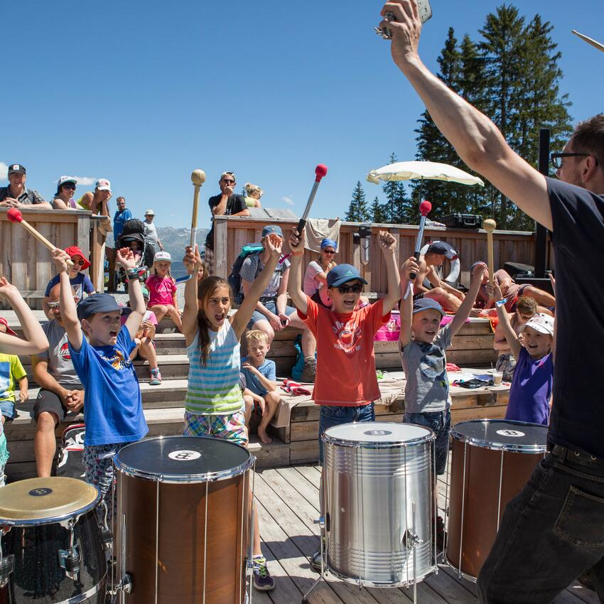 kids drum session in serfaus