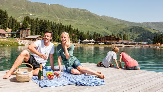 familie picknick am see