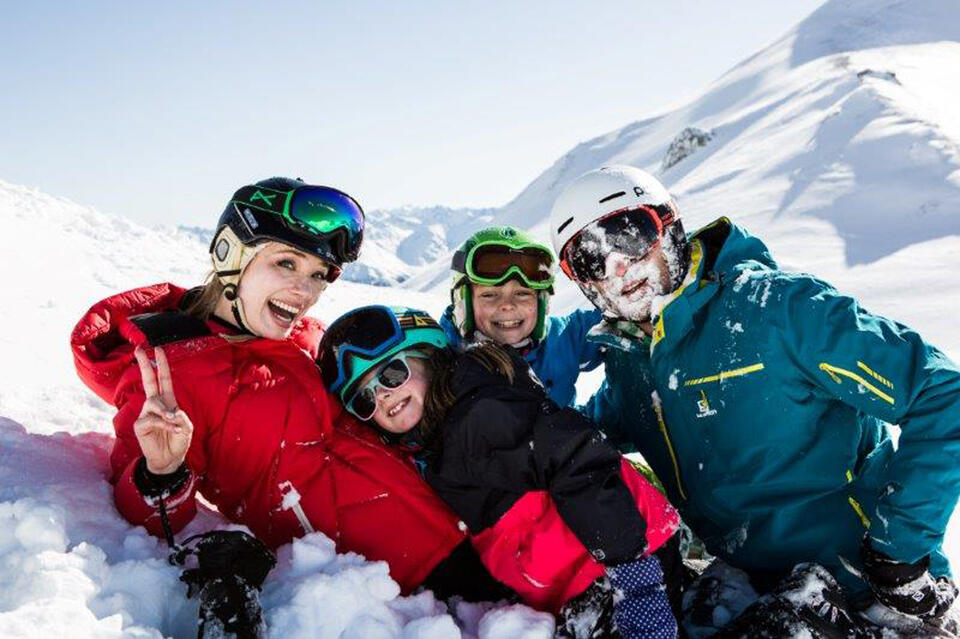 family holiday kids play snow tyrol