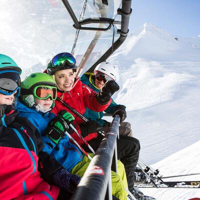 family in ski lift serfaus